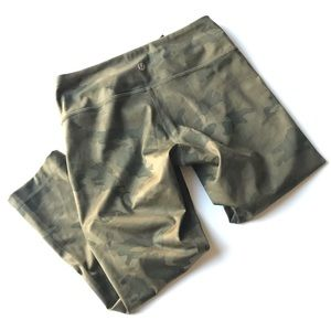 Lululemon Camo crops sz 4 fast and free